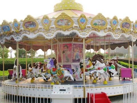 Аттракцион карусель с лошадками для парка